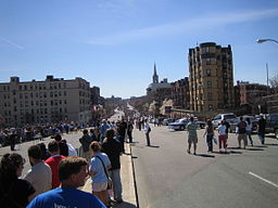 256px-Boston_marathon_mile_25_050418