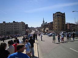 256px-Boston_marathon_mile_25_050418