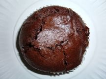 512px-Chocolate_muffin_with_chocolate_chips