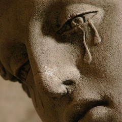 Mary_Magdalene_Crying_Statue